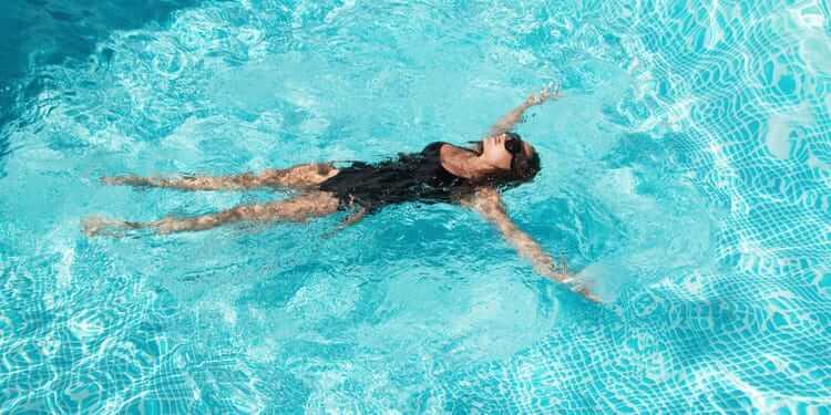 piscina elibereaza stresul